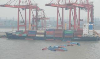 44 containers lifted out of Yangtze River at Waigaoqiao Dock