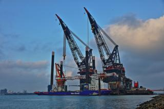 Van Oord's offshore installation vessel Aeolus fitted with impressive new crane