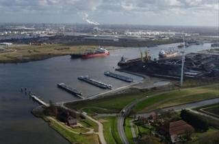 Berths for inland shipping in Afrikahaven (Amsterdam) now operational