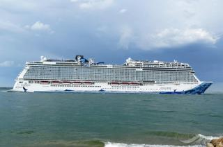 Vancouver welcomes largest cruise ship to-date, Norwegian Bliss, to Canada Place at the Port of Vancouver