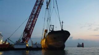 Flinterstar's bow successfully lifted from sea