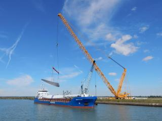 EMS Chartering: Wind turbines being lifted over the dike