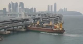 Russian cargo ship Seagrand bumps into S. Korean bridge with intoxicated captain aboard (Video)