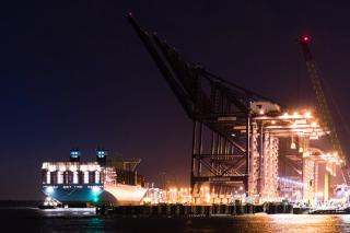 Manchester Maersk makes maiden call in the UK honouring Maersk Line's commitment to Britain