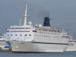 Clean Up Operations Underway on Bunker Spill from Grounded Cruise Ship