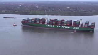 Container ship CSCL Indian Ocean hard aground on the Elbe River, Germany (Video)
