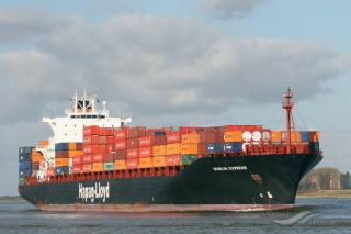 Hapag-Lloyd responds to fuel spill from its boxship in New York container terminal