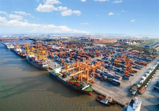 Vinalines to build 2 terminals at $299 mln in Lach Huyen Port