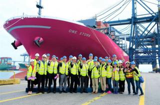 The ONE STORK - First 14,000 TEU-class Magenta Containership Embarks on Maiden Voyage to Hong Kong
