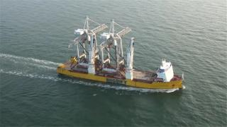 Video: Happy Sky transports two oversized STS Container Cranes