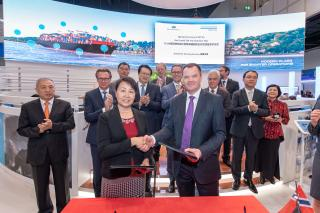 DNV GL and DSIC sign JDP to develop LNG fuelled 23,000 TEU ultra large container vessel