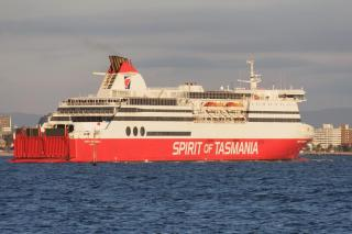 Ferry Spirit of Tasmania II caught in rough seas; Trucks and cars smashed (Video)