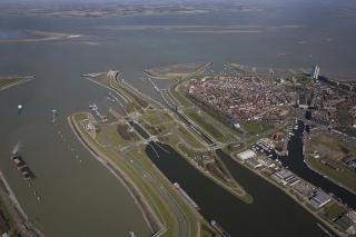 Port of Ghent: Inland navigation will soon also be able to pass through Terneuzen lock on a planning