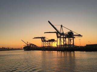 Port of Oakland reports more ships than ever plugging into grid