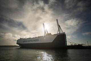 World's Largest Vehicles Carrier Hoegh Trigger Docks in Auckland on maiden voyage