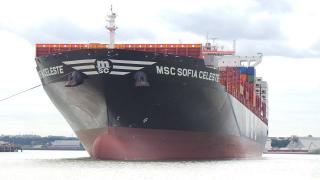 London container terminal welcomes the first neo-panamax vessel into Tilbury