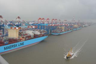 Maersk Line signs first carbon pact in Asia