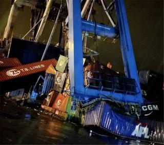 Containership Hansa Meersburg hits Keelung Port's gantry crane (Video)