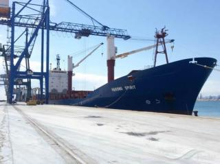 Greek authorities investigate cargo ship with explosives
