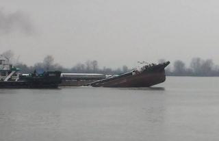 Barge laden with 850 tons of fertilizer sinks in the Danube River