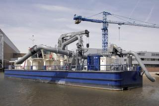 Damen delivers bespoke floating pump station Sauger III to Hamburg Port Authority
