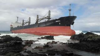 Bulk Carrier Benita aground off Mauritius after fight on board (Video)