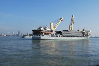 SAL Heavy Lift arrives with special transport in Rotterdam