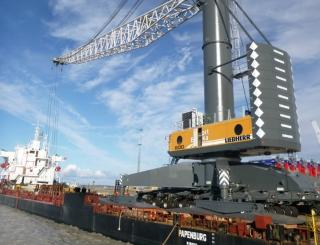 Bronka takes delivery of unique harbor crane Liebherr LHM 800