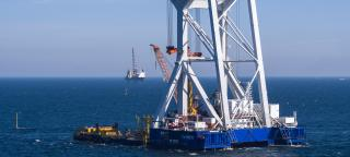 Van Oord's top duo Aeolus and Svanen have successfully completed work on the Walney Extension offshore wind farm (Video)