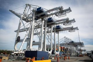 First Of Four New Cranes Starts Work At Port Of Savannah (Video)