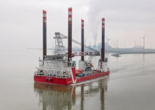Wind turbine installation vessel MPI Enterprise fitted with spudcans