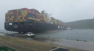Major storm hits Durban and causes chaos with shipping at the port; Vessels break loose (Video)