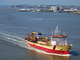 Damen Shiprepair & Conversion wins contract for first European conversion of a dredger to dual-fuel LNG / MGO