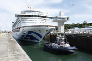 Caribbean Princess - The first passenger ship of the 2017-2018 season to transit the Expanded Panama Canal