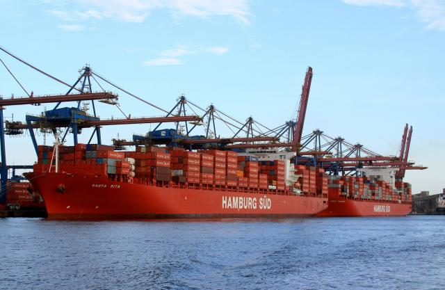 Maersk Line and Hamburg Süd enter slot purchase agreement on the East–West trades