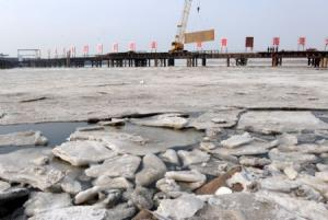Thousand ships in East China in ice captivity