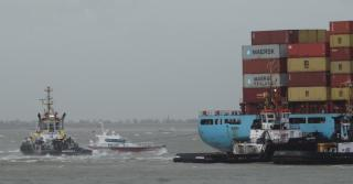 Maersk container ship Sea Land Meteor runs aground off Netherlands