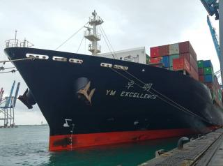 Yang Ming Ship YM Excellence Rescues Two Australians at Sea