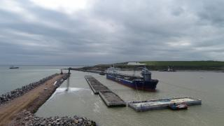 Longest vessel in Aberdeen Harbour history welcomed at the port to assist with expansion