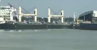Huajiang Shipping bulker Hua Jiang 17 hits grain terminal at Taizhou Port (Video)