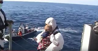 Video: Spanish frigate Canarias rescues over 500 refugees from fishing boat off Libya