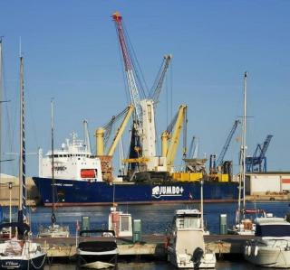 Jumbo Moves Heavy Mobile Crane Within Castellon Port
