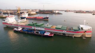 Vlieborg receives innovative hull cleaning from Fleet Cleaner in Port of Rotterdam