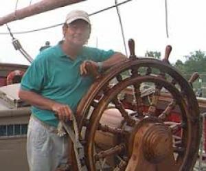 USCG is still searching for the missing captain, VIDEO of the Rescue Operation of HMS Bounty