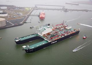 Giant 'Pioneering Spirit' Moves One Step Closer to Delivery