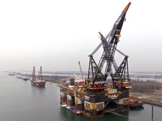 Fleet Cleaner cleans world's largest crane vessel