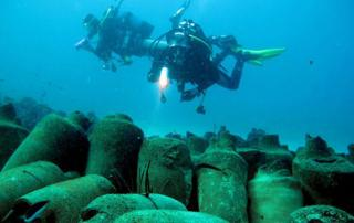Sunken ancient Roman vessel laden with 3000 jars of fish sauce found off Italy