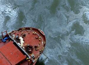 Lower Mississippi Closure Due to Oil Leakage after the barge collision