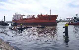 Odfjell's tanker Bow Jubail collides with jetty in the Port of Rotterdam; 217 tons of heavy fuel oil (Video)