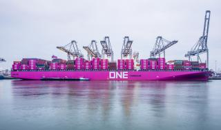 Continuing container growth pushes throughput at port of Rotterdam to a new high